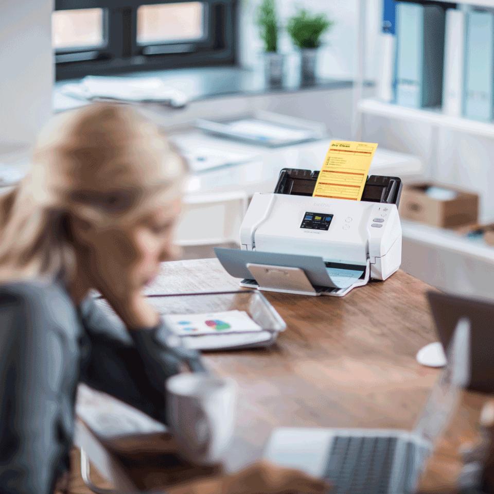ADS-2700W desktop scanner 9